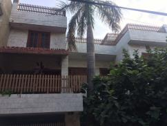 8 Marla 6 Bedrooms Beautiful Location House For Sale