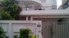 10 Marla 4 Bedrooms Beautiful Location House For Sale