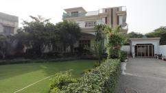 2 Kanal 6 Bedrooms Prime Location House For Sale