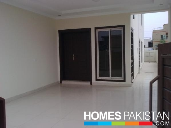 Image 10 Marla 4 Bedrooms Prime Location Double Storey