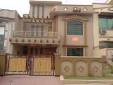 10 Marla 6 Bedrooms Brand New Double Unit House For Sale In C Block