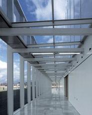 Edificio de Control Aéreo por Satélite