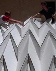 Cardboard Pavilion. Costruire Col Cartone