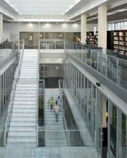 Biblioteca Sagrada Familia