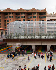 Pista Deportiva Elevada en Colegio Lasalle Franciscanas de Zaragoza