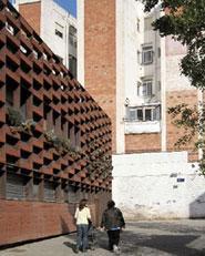 35 viviendas y sus espacios de transición con la ciudad