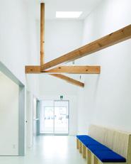 Dental clinic by OISHI Masayuki & Associates