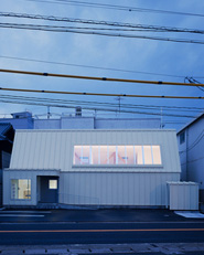 Dental clinic by OISHI Masayuki & Associates