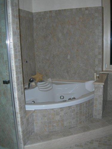 Bs architetti associati baldaccini marco enrico saviozzi bs architetti associati - Rifacimento del bagno ...
