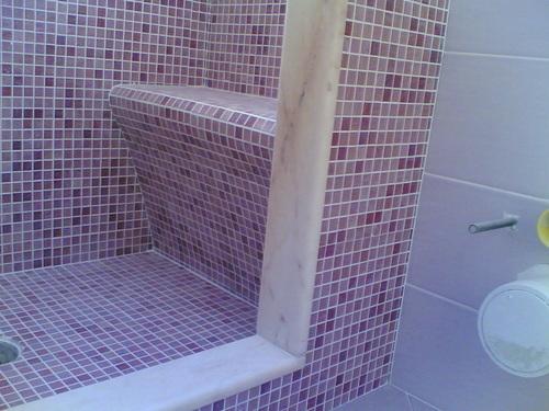 Bagno piccolo moderno con vasca [tibonia.net]