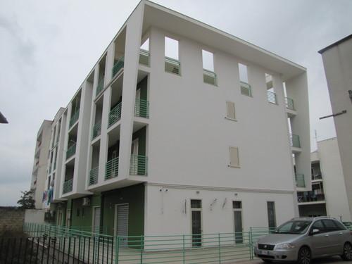 Sergio stigliano edificio residenziale con piano terra for Software di piano terra residenziale