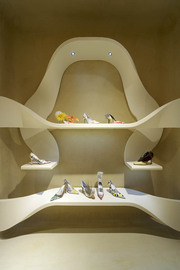 02_stuart_weitzman_shop_roma_2006_normal