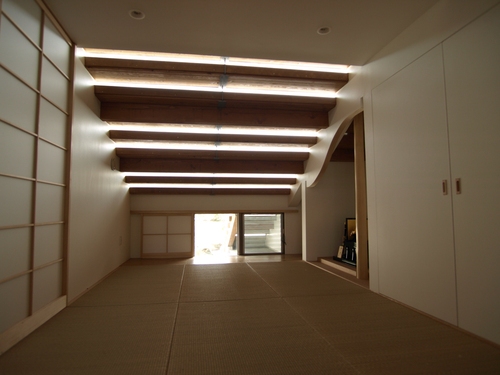Japanese-tatami-room-_through-ventilation-from-small-garden__large