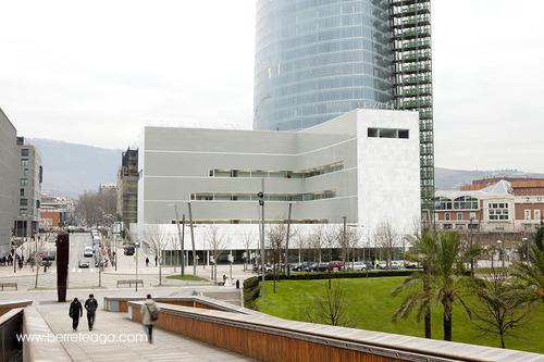 Lvaro siza paraninfo para la universidad del pais vasco for Universidad cocina pais vasco