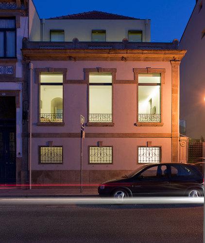mais linha menos linha architects — Oporto House