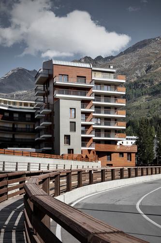 consalez rossi architetti associati, ES arch enricoscaramelliniarchitetto   — Nuovo insediamento turistico: edificio residenziale