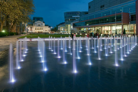 Detail_of_the_variable_fountain_by_night_normal
