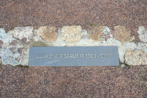 16_memorial-stone-of-the-berlin-wall_large