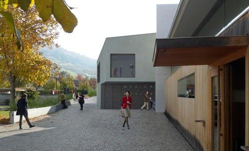 Laboratorio di Architettura — Scuola materna e locale di prove musica a Sluderno