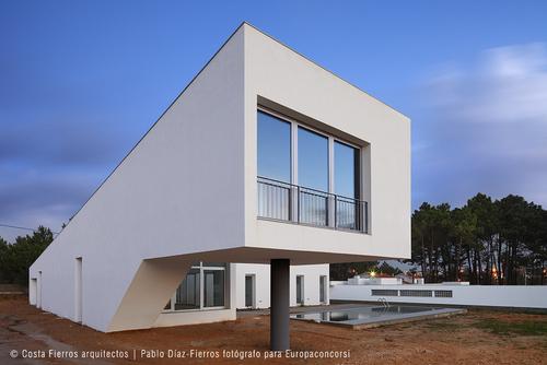 Costa Fierros arquitectos — Casa en Vale da Telha