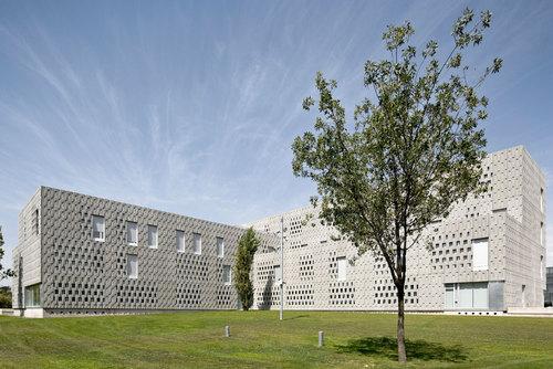 "Josep Ferrando Bramona, Pere Joan Ravetllat, Carme Ribas — Campus Universitario de ""Les Terres de L'ebre"""