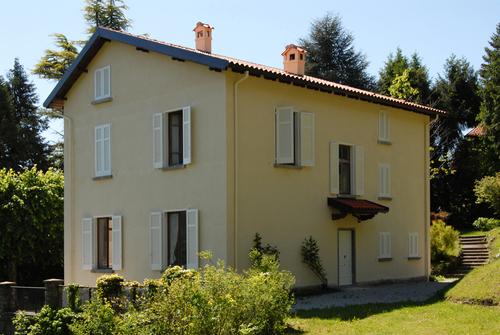 Jam architecture villa in collina mm caglio divisare - Colori facciate esterne case ...