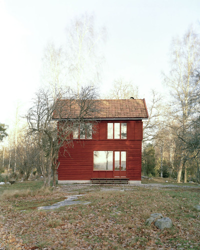 1-general-architecture-sweden-summer-house-photo-by-mikael-olsson-web_large