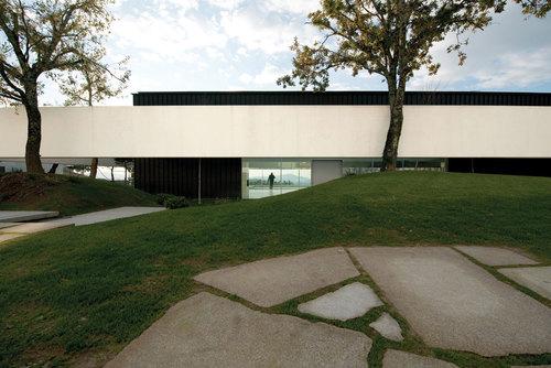 Jean Pierre Porcher, Margarida Oliveira, Albino Freitas, TOPOS Atelier de Arquitectura — House in Bom Jesus