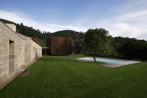 Jean Pierre Porcher, Margarida Oliveira, Albino Freitas, TOPOS Atelier de Arquitectura — House in Sequeiros