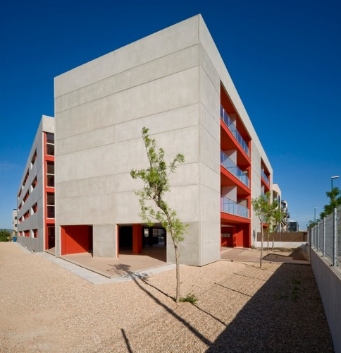 alfonso reina, Xim Moyá, Antonio Martin — Edificio de 34 viviendas de protección pública.