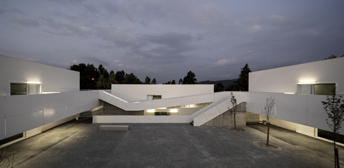 pedro domingos arquitectos — Basic and Secondary School of Sever Do Vouga
