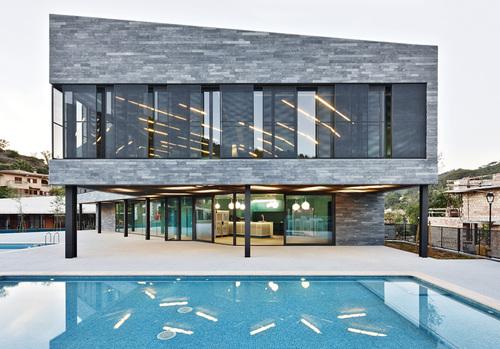 alfonso reina — Centro deportivo y piscinas municipales