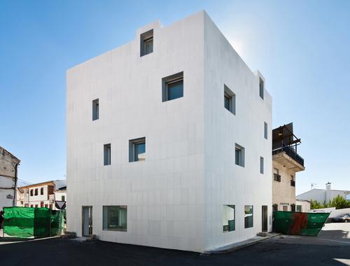 Elisa Valero — viviendas de alquiler en Gojar