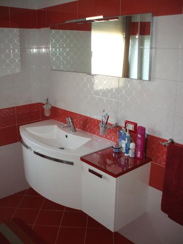Paolo Bardon — Bagno e arredo bagno rosso e bianco