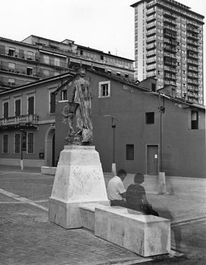 Antonello Boschi, Alberto Bonacchi — Una strada, due piazze / A street, two squares