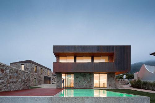 Branco Cavaleiro Arquitectos — House in Areosa
