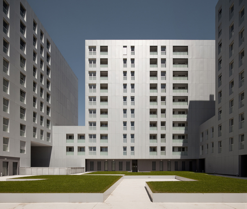 roberto ercilla — 111 Housing Units in Larrein