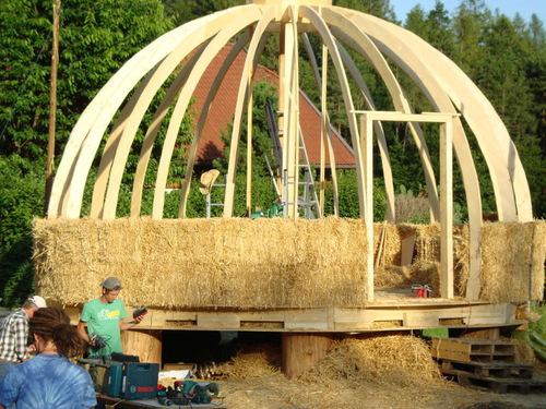 H a rd highly revolutionary design herbert gruber for Piani di casa di balle di paglia di struttura in legno