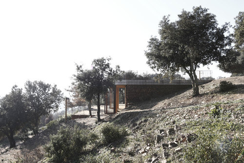 "Toni Gironés Saderra — Information Point and Pavillion Acces to the Natural and Archeological Site of ""els Turons de les Tres Creus"""