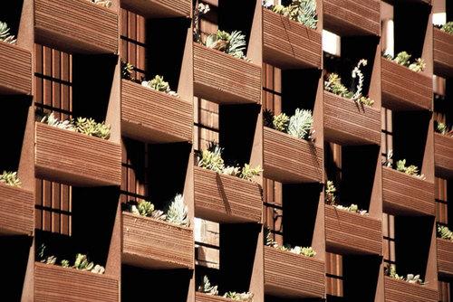 Toni Gironès — 35 viviendas y sus espacios de transición con la ciudad
