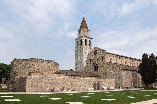 Giovanni Tortelli Roberto Frassoni Architetti Associati — Aula di Cromazio e piazze della Basilica di Aquileia
