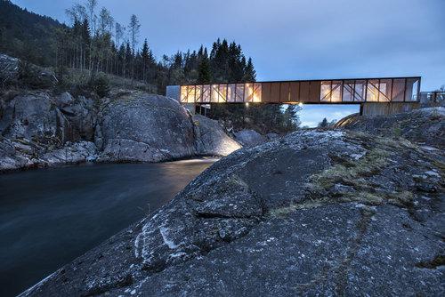 Rintala Eggertsson Architects — bru over høse