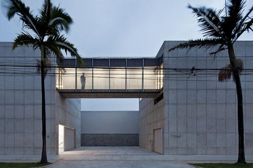 Paulo Mendes da Rocha, Metro Arquitetos Associados — New Leme Gallery