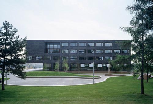 """Graeme Mann & Patricia Capua Mann — Secondary School """"Les Tuillières"""","""