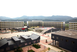 Yx-5_courtyard-campus_full_normal