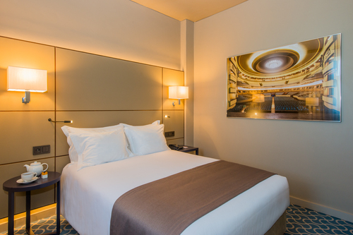 Pedro Alarcão — Remodeling of the Hotel Dom Henrique Downtown