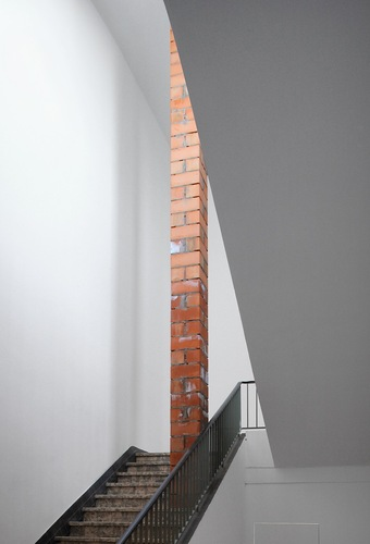 Filip Dujardin — The exhibition space as a pedestal for itself