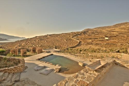 Maurizio Lazzari — villa con piscina