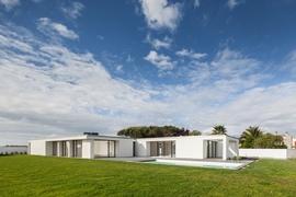 Esposende_house_-_raulino_arquitecto_01_normal
