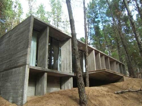 BAKarquitectos — Casa De Hormigón - En El Bosque De Mar Azul